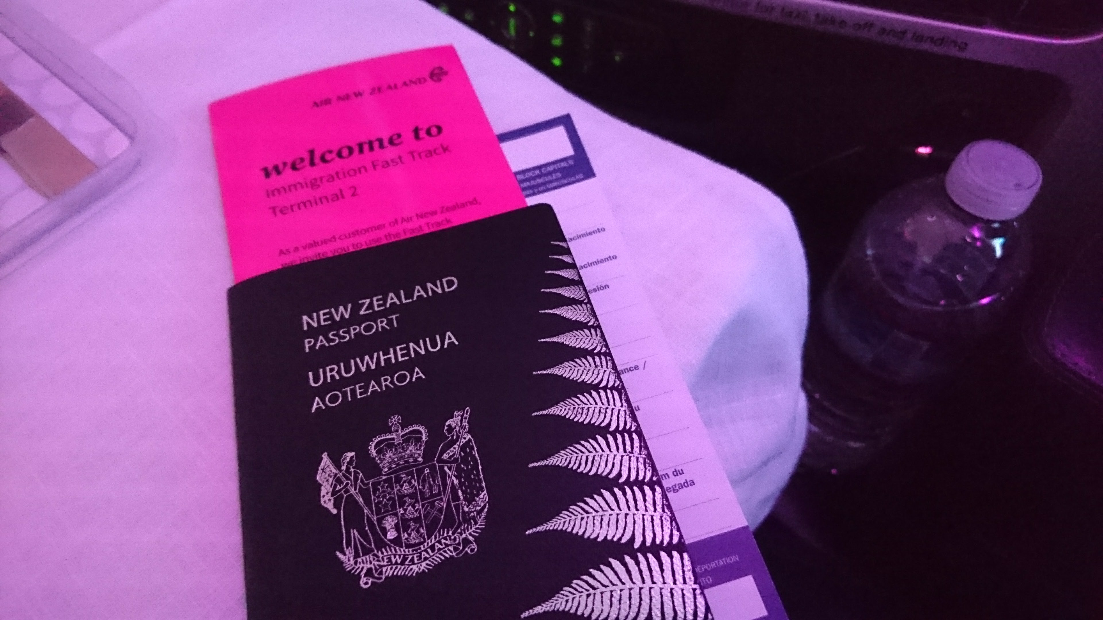 Flight review air new zealand nz2 business premier from auckland air new zealand gold and elite customers will receive a fast track card handed out in flight allowing you to use the fast track lane at immigration solutioingenieria Images